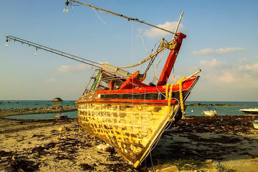 Рыбацкая лодка