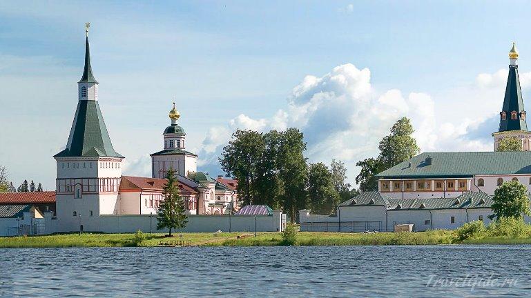 Общий вид Валдайского монастыря