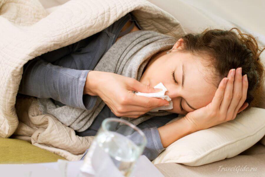 Больная женщина в кровати