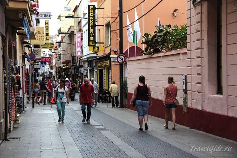 Улица Sant Pere в Ллорет де Мар