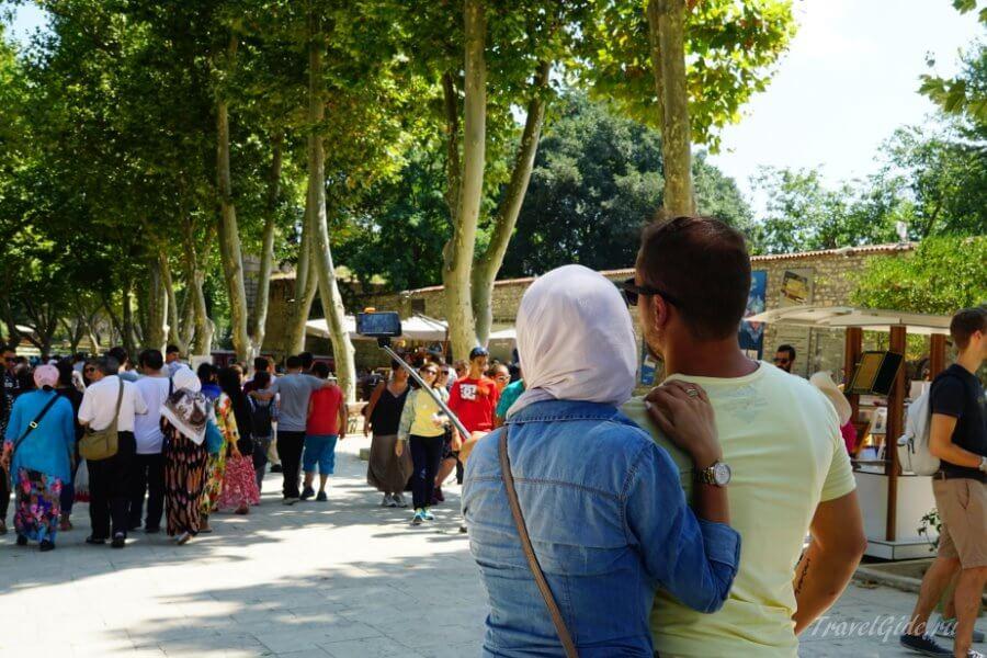 Туристы в Парке Гюльхане