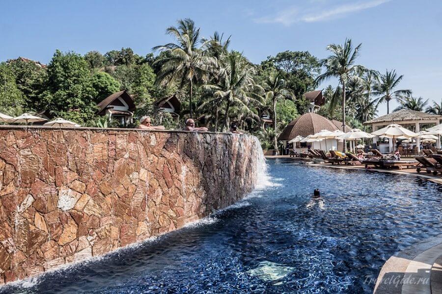Бассейн на курорте