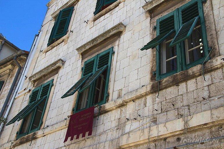 Фасад старинного здания