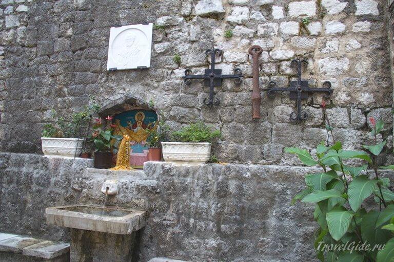Питьевой фонтанчик Котора