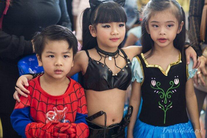 Дети в костюмах супер героев