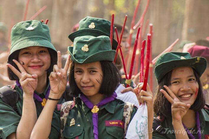 Дети улыбаются Таиланд