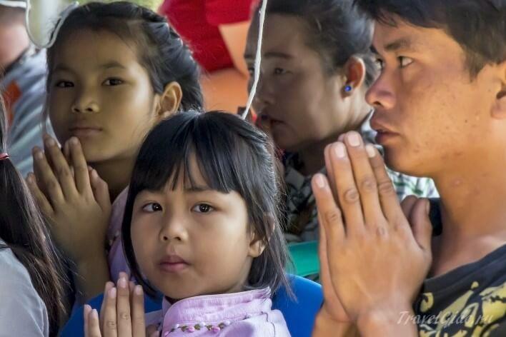 Молитва тайской семьи