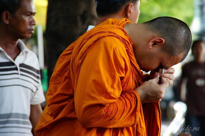 Монах в Тайланде