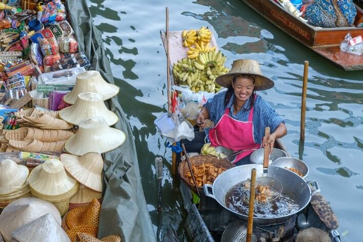 Еда с лодки в Таиланде