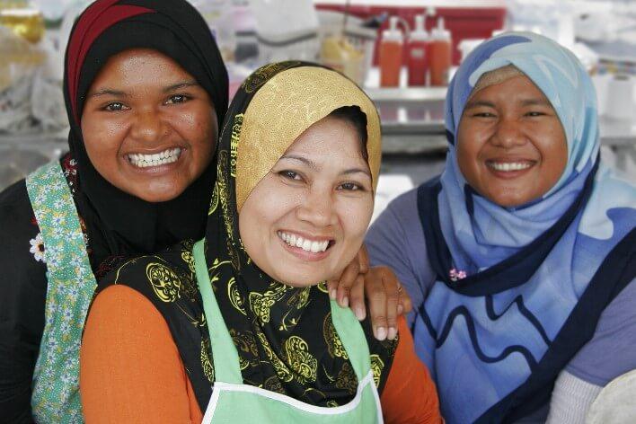 Женщины в Тае улыбаются