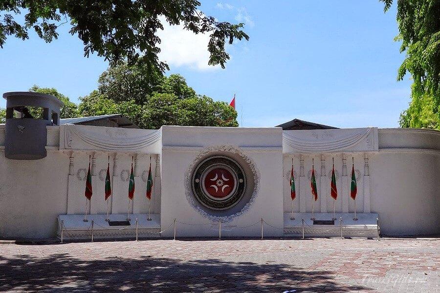 Памятник погибшим полицейским