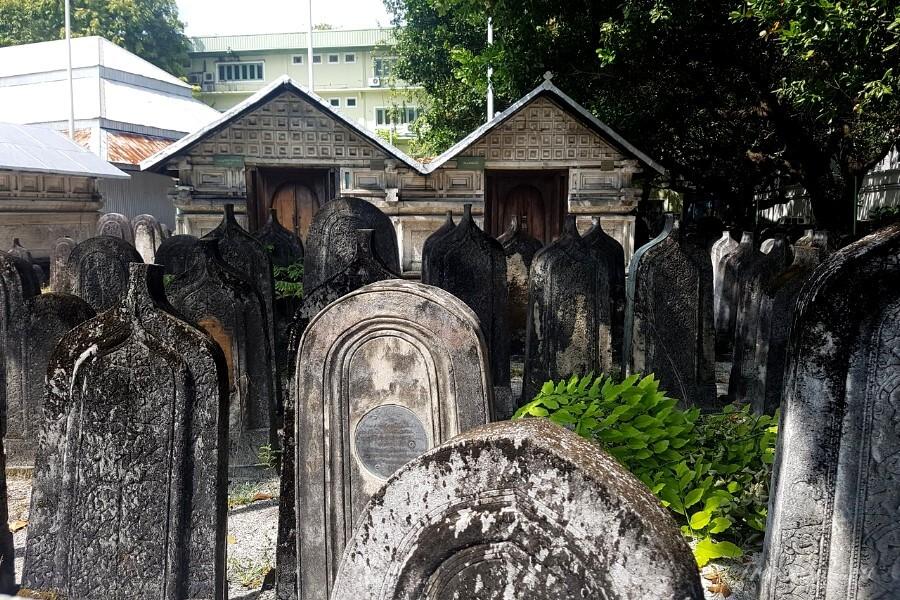 старое кладбище в Мале