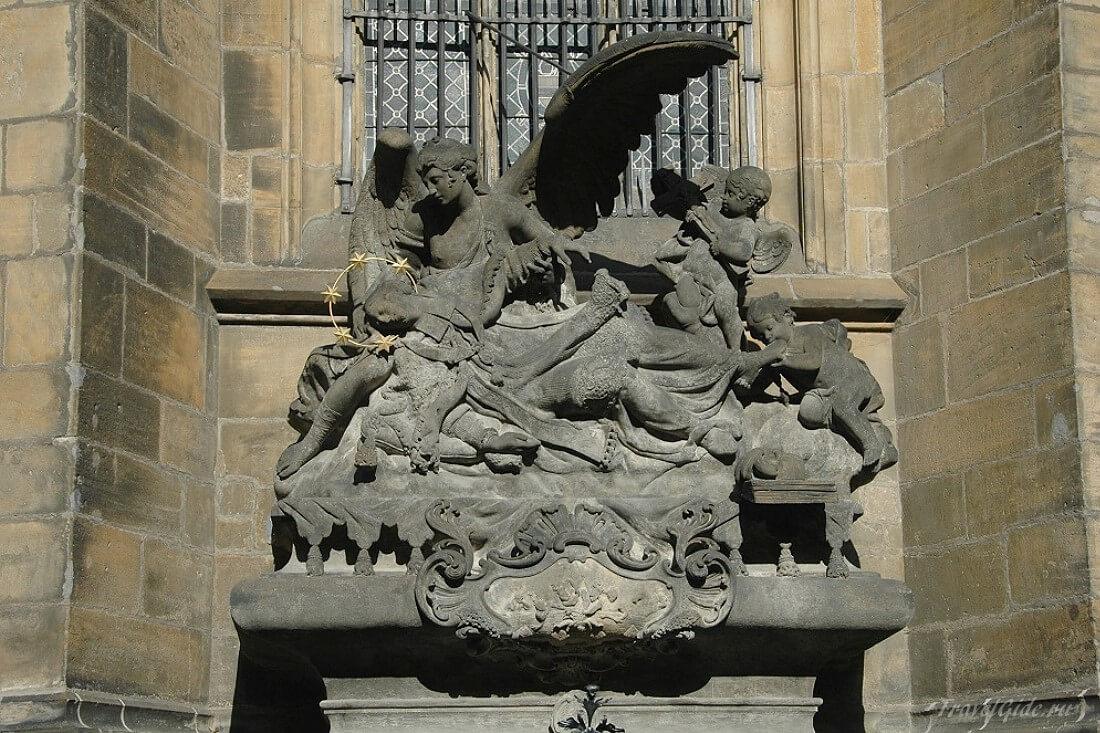 Скульптура барельеф