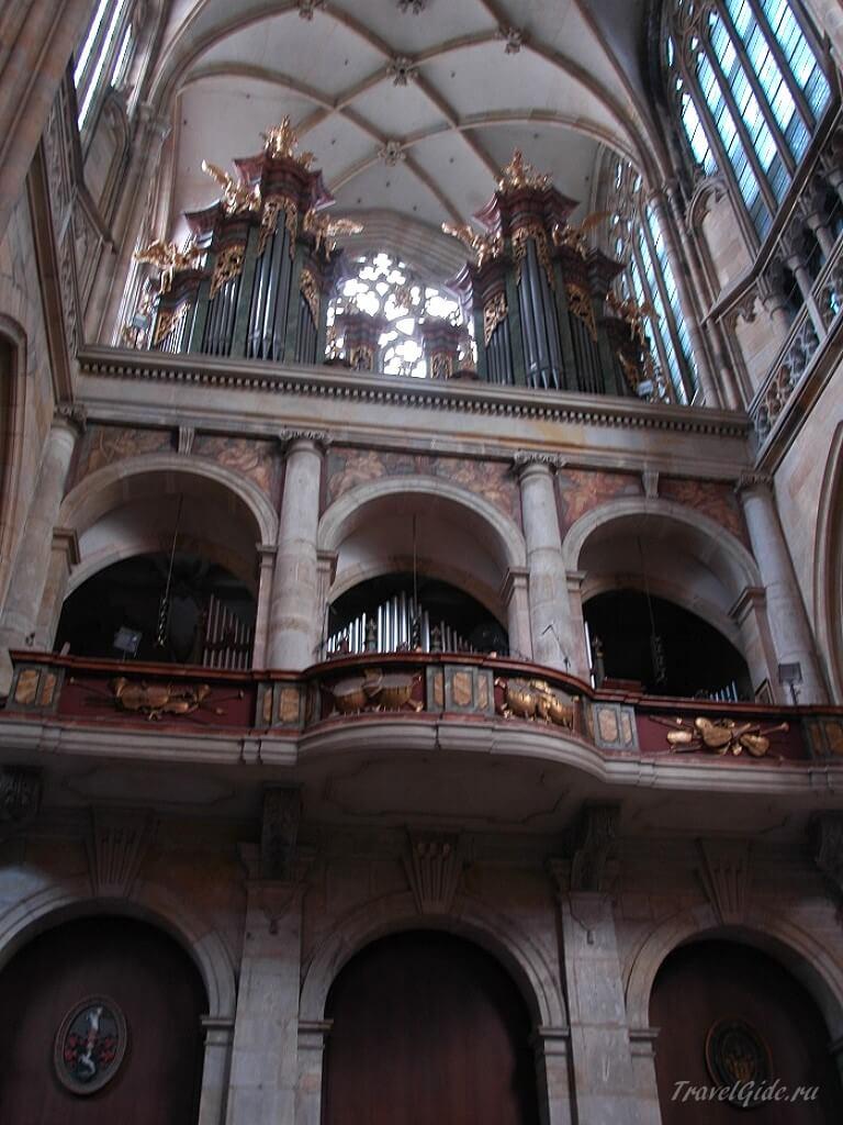 Внутреннее убранство собора Вита