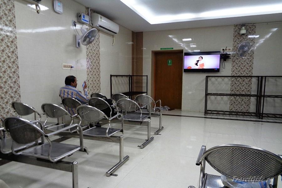 Платный зал ожидания на вокзале в Индии
