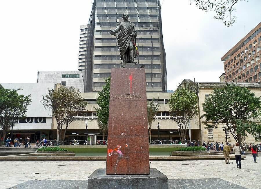 Памятник Франсиско де Паоло Сантандеру