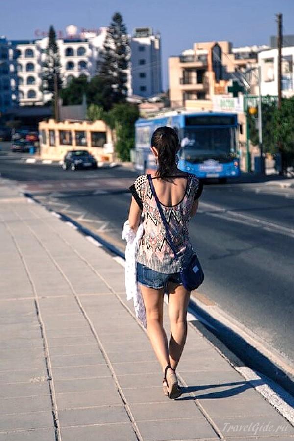 С грудничком на прогулке