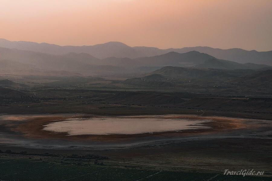 Закат на озере Бараколь