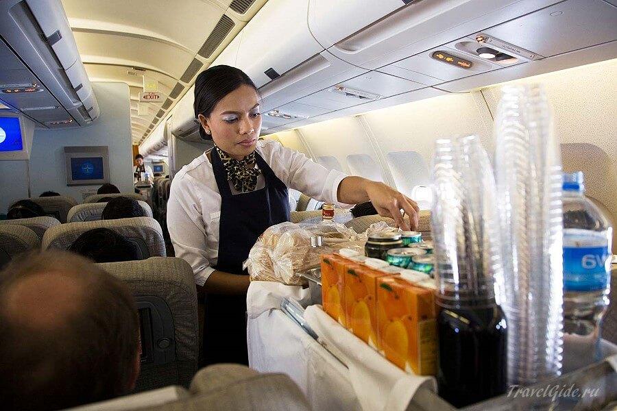 Стюардесса в самолёте