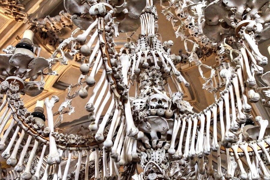 Композиции из человеческих костей