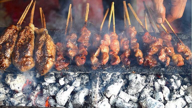 Уличная еда в Индонезии: из какого мяса шашлычки? © Travelgide.ru