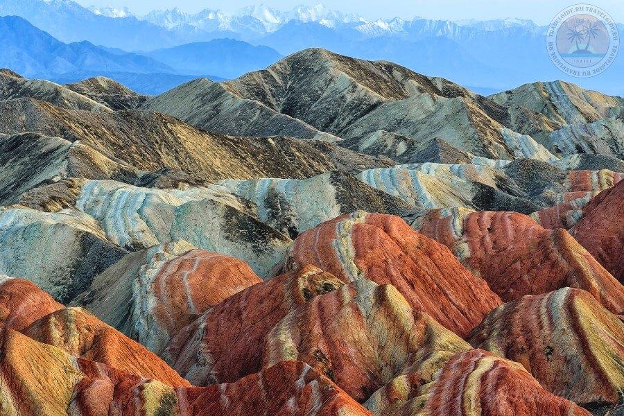 Цветные горы Чжанъе в Китае