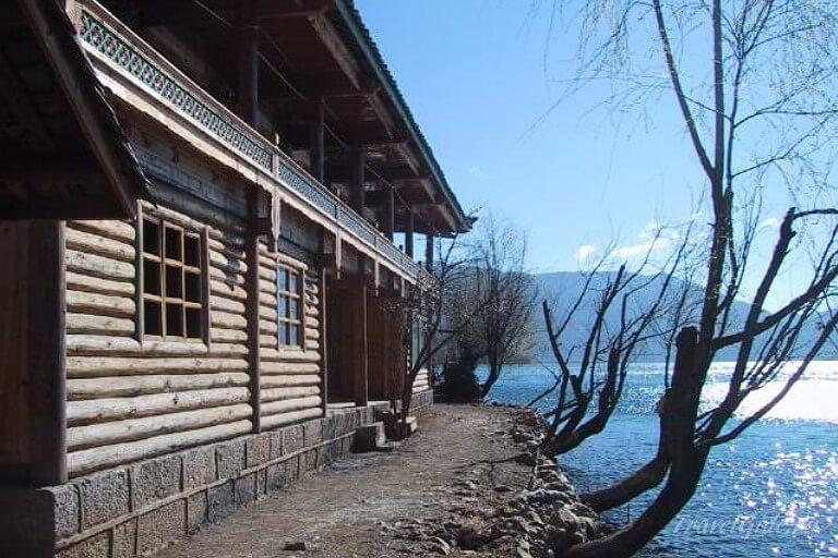 дом у озера Лугу