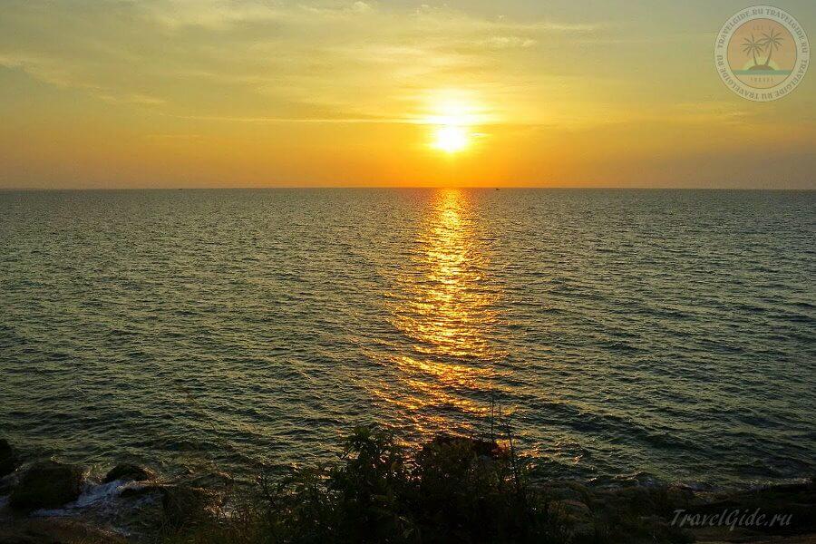 Солнце опускается в море