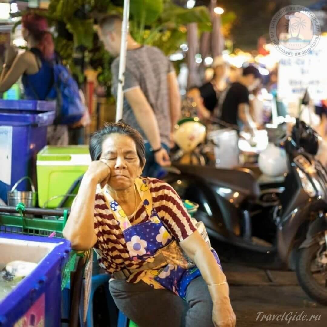 В Бангкоке старушка