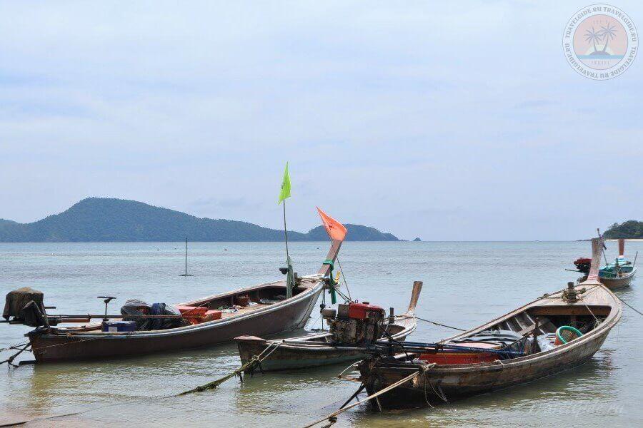 Лодки на море