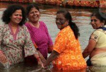 Photo of Традиции Индии: ежедневный поход женщин на реку в пять утра