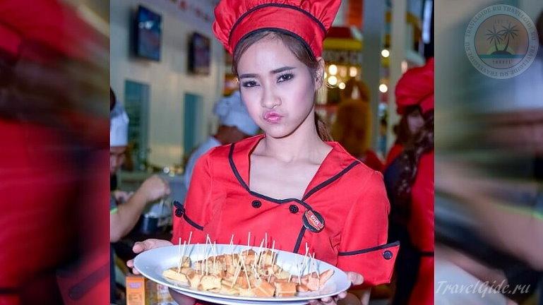 Официантка в Тайском кафе