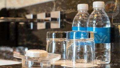 Photo of Для каких целей у умывальников в туалетах отелей выставляется питьевая вода