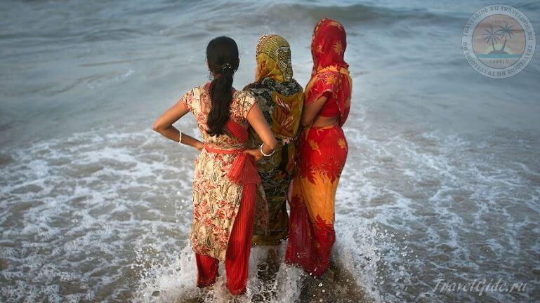 Индийские девушки на пляже